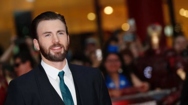 US actor Chris Evans poses on the red carpet arriving for the European Premiere of the film Captain America: Civil War in London on April 26, 2016 / AFP PHOTO / ADRIAN DENNISADRIAN DENNIS/AFP/Getty Images