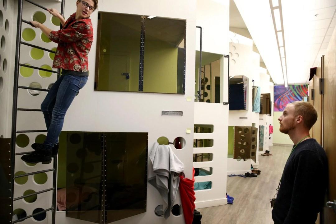 Y2Y volunteer directors Abby Harris and Needham Hurst worked in the sleeping area at Y2Y Harvard Square shelter in Cambridge.
