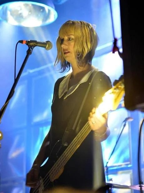 Kim Shattuck was a short-lived replacement for bassist Kim Deal.