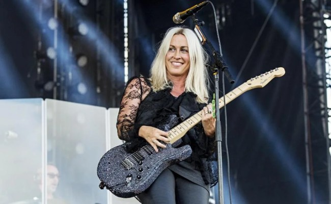 Alanis Morissette Reflects On Jagged Little Pill And The