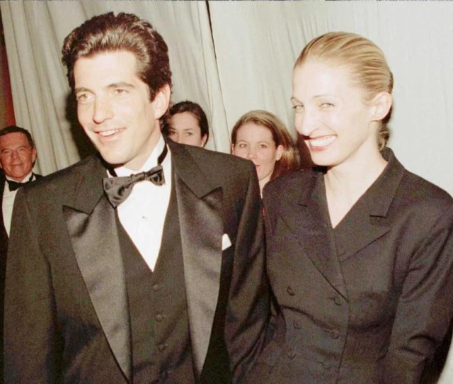John F Kennedy Jr And His Wife Carolyn Bessette Kennedy In