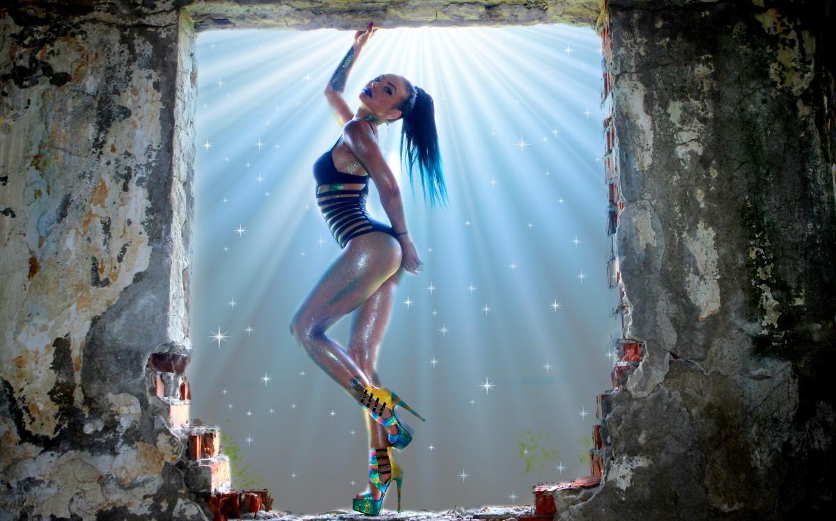 Black Metallic Wallpaper Free Images Girl Night Adventure Underwater Rock