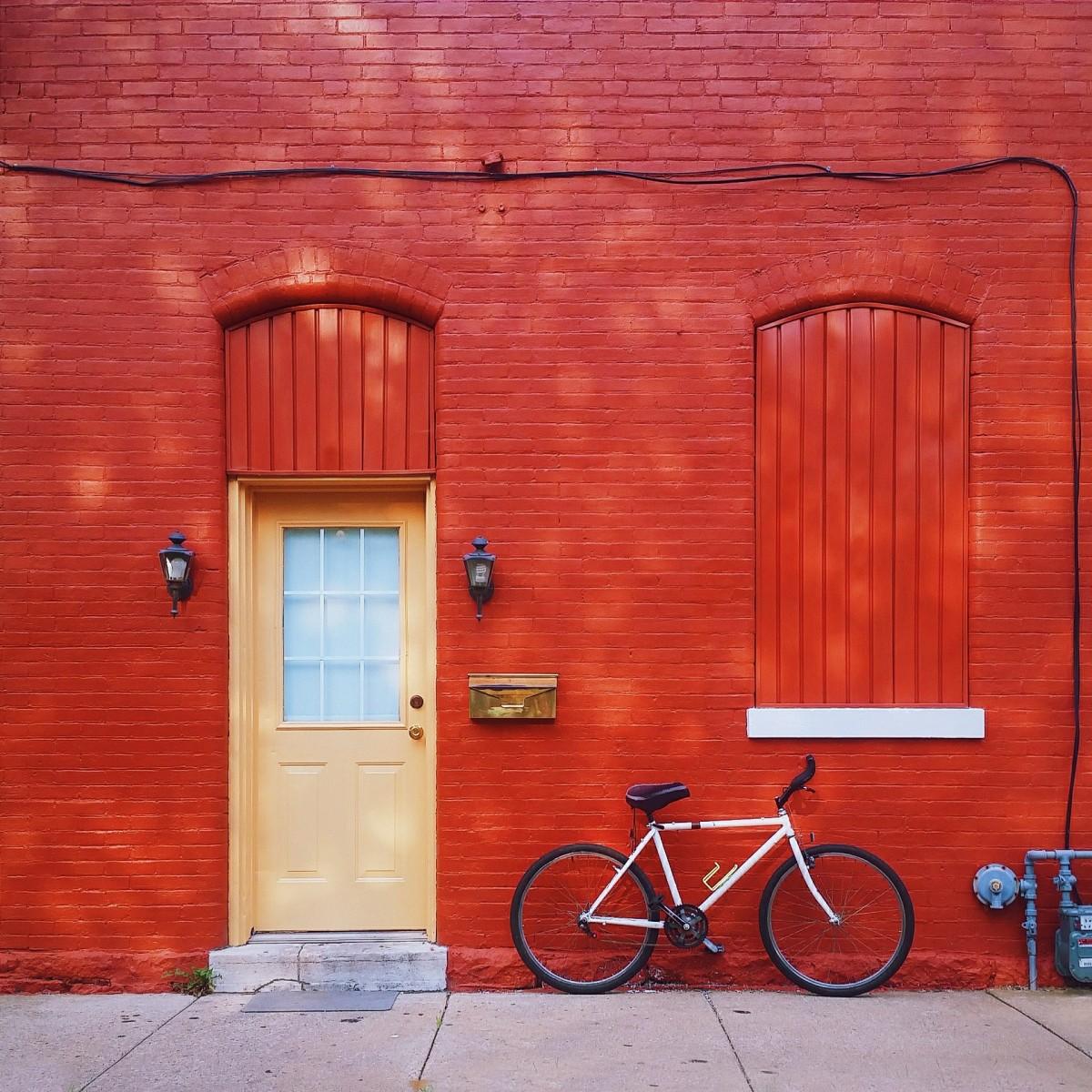 Images Gratuites Bois Maison Vlo Mur Rouge Couleur