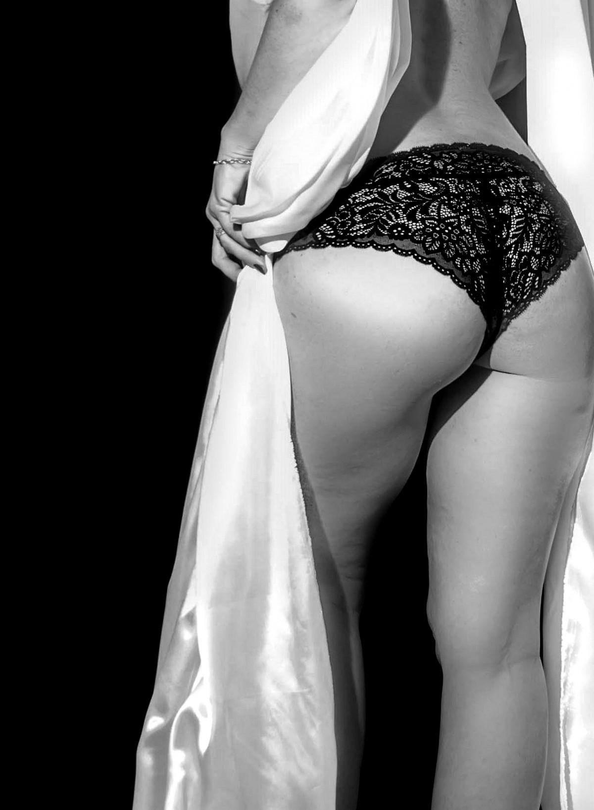 Photos Sensuelles Noir Et Blanc : photos, sensuelles, blanc, Images, Gratuites, Blanc,, Femme,, Photographie,, Jambe,, Maquette,, Monochrome,, Bras,, Mariée,, Muscle,, Poitrine,, Lingerie,, Textile,, Jambes,, Cuisse,, Corps,, Voile,, Sensuel,, Sensualité,, Séance, Photo,, Dessous, Vêtement,, Dentelle