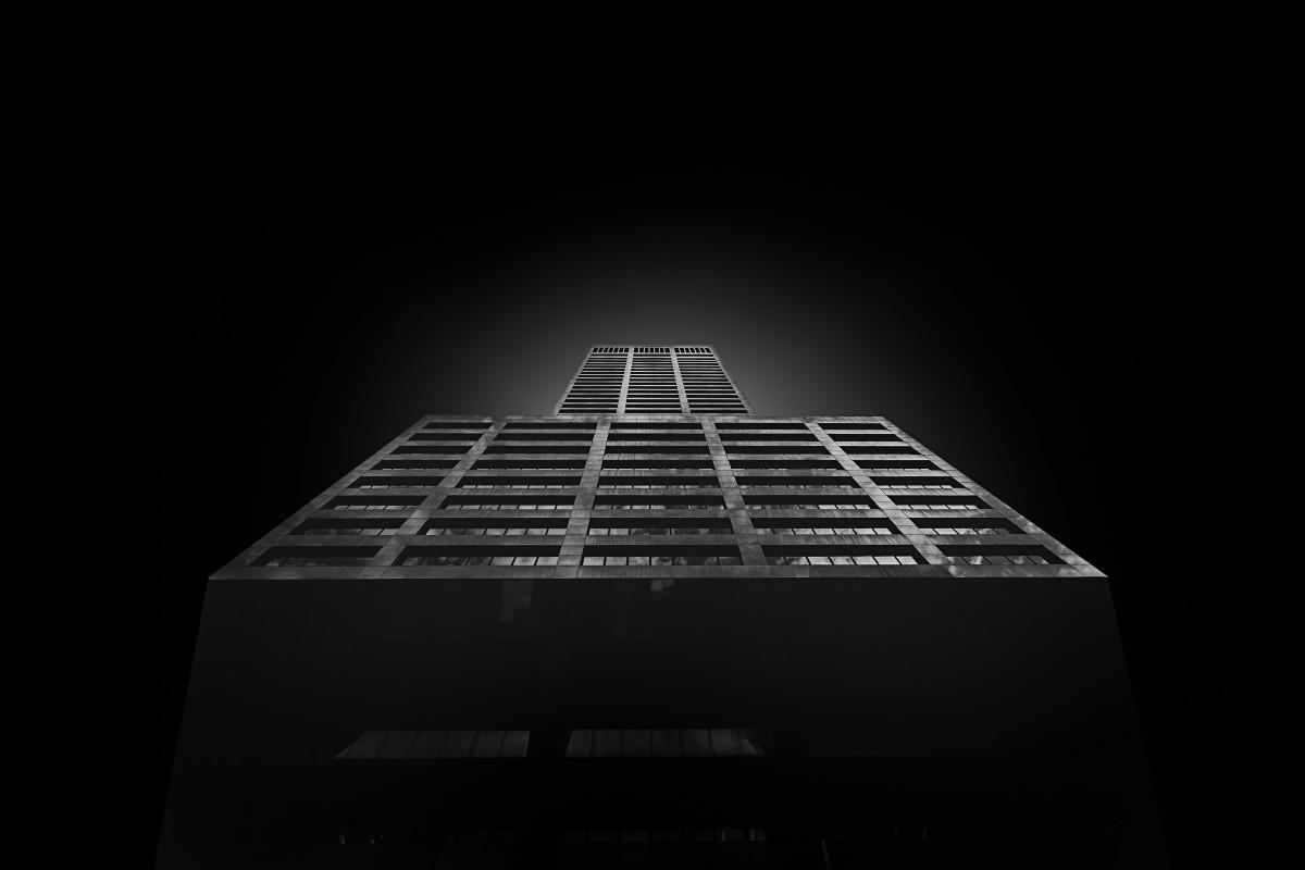 Gambar  hitam dan putih Arsitektur malam bangunan