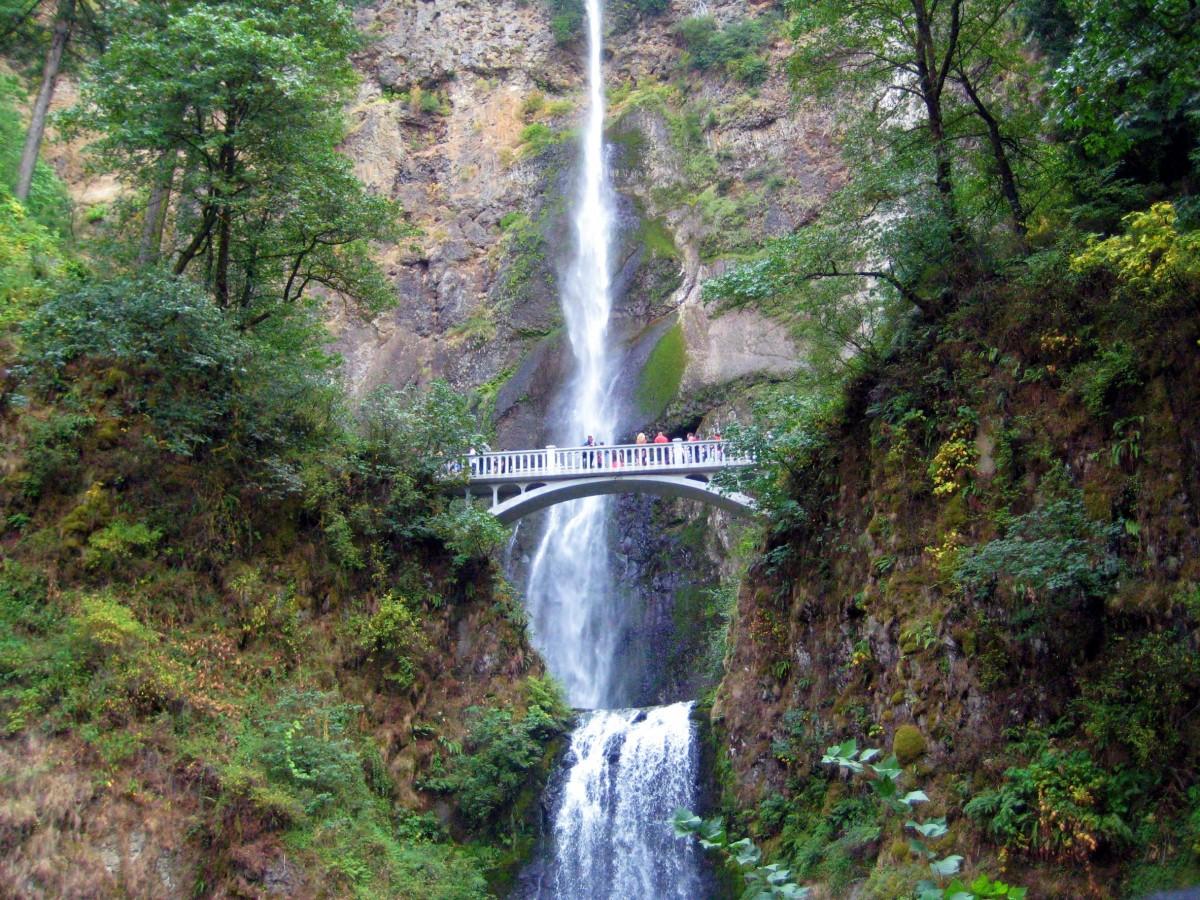 Multnomah Falls Oregon Wallpaper Free Images Waterfall People Bridge Body Of Water