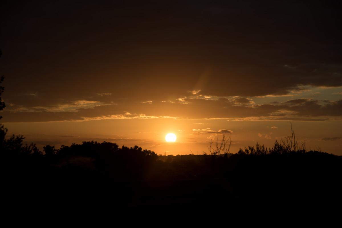 Gambar  horison bayangan hitam cahaya awan matahari