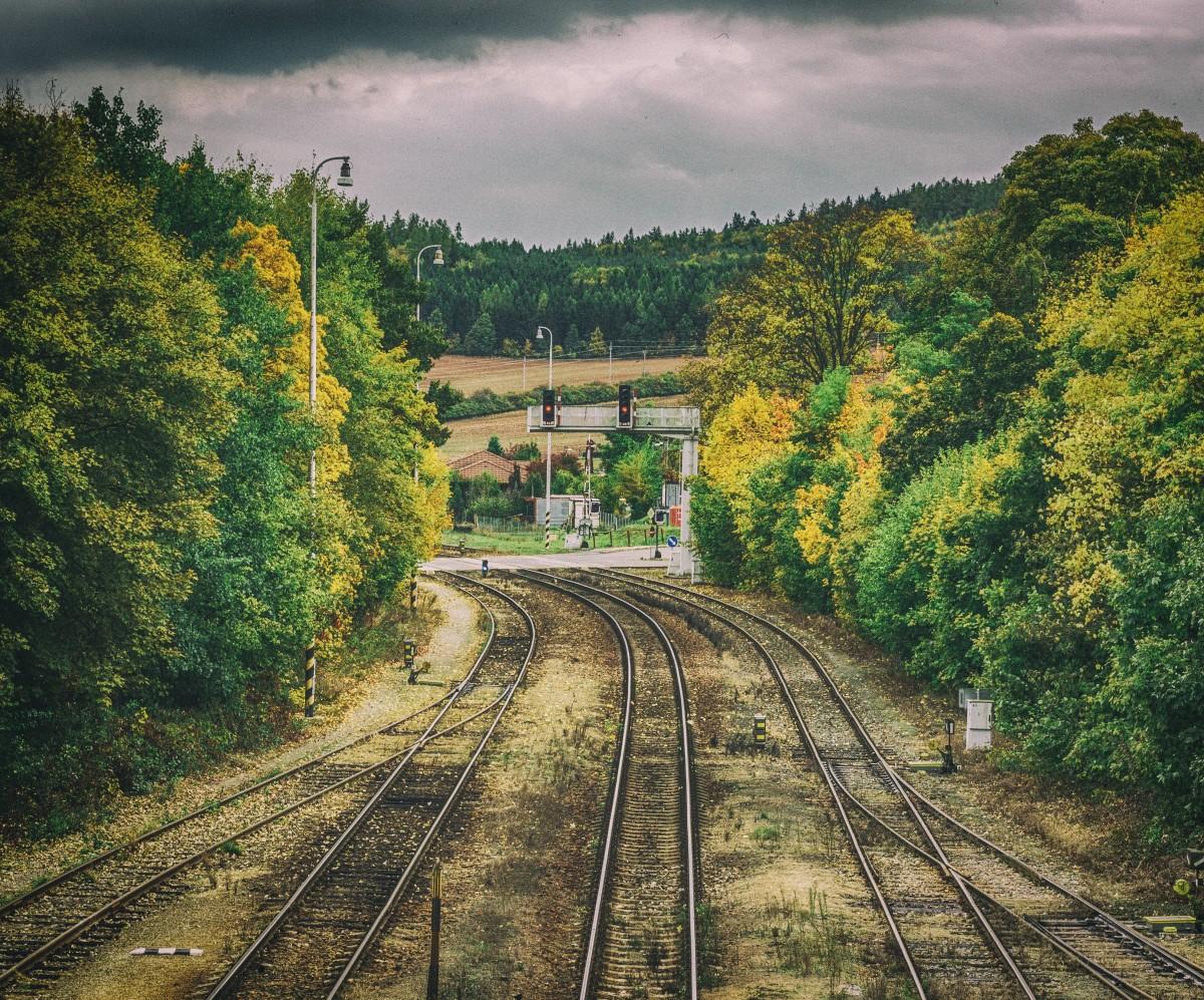 Gambar  jalur Kereta api melatih mengangkut kendaraan