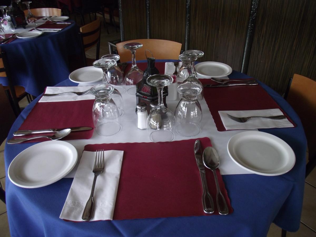 Gambar  restoran kamar makan siang taplak meja makan