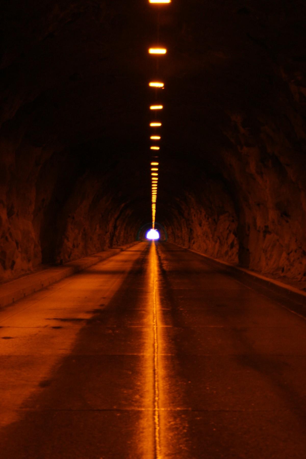 Gambar  cahaya malam sinar matahari terowongan senja