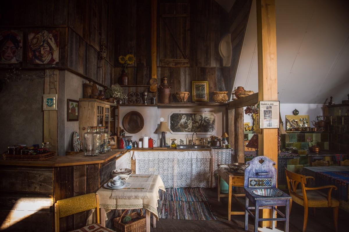 chairs for kitchen soup kitchens in chicago 图片素材 : 表, 餐厅, 酒吧, 厨房, 房间, 室内设计, 古雅, 房地产, 酒馆, 古代历史 ...