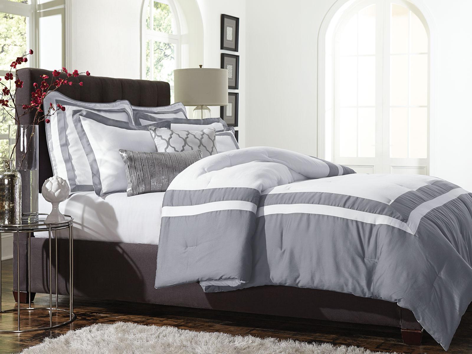 Jaclyn Smith 5pc Comforter Set Hotel Frame Alloy
