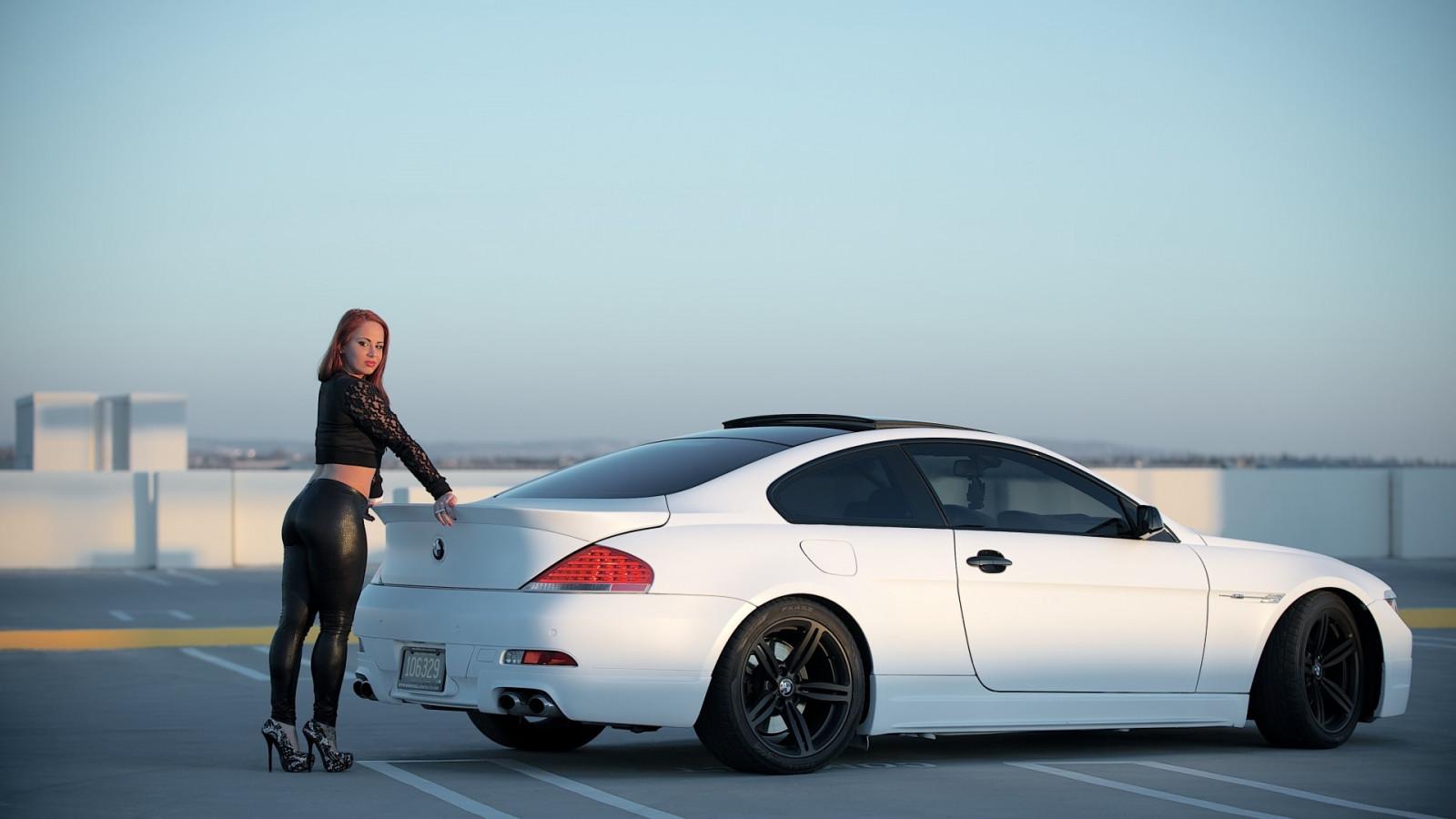 Voiture de luxe / prestige. Fond d'écran : véhicule, Femmes avec des voitures, voiture
