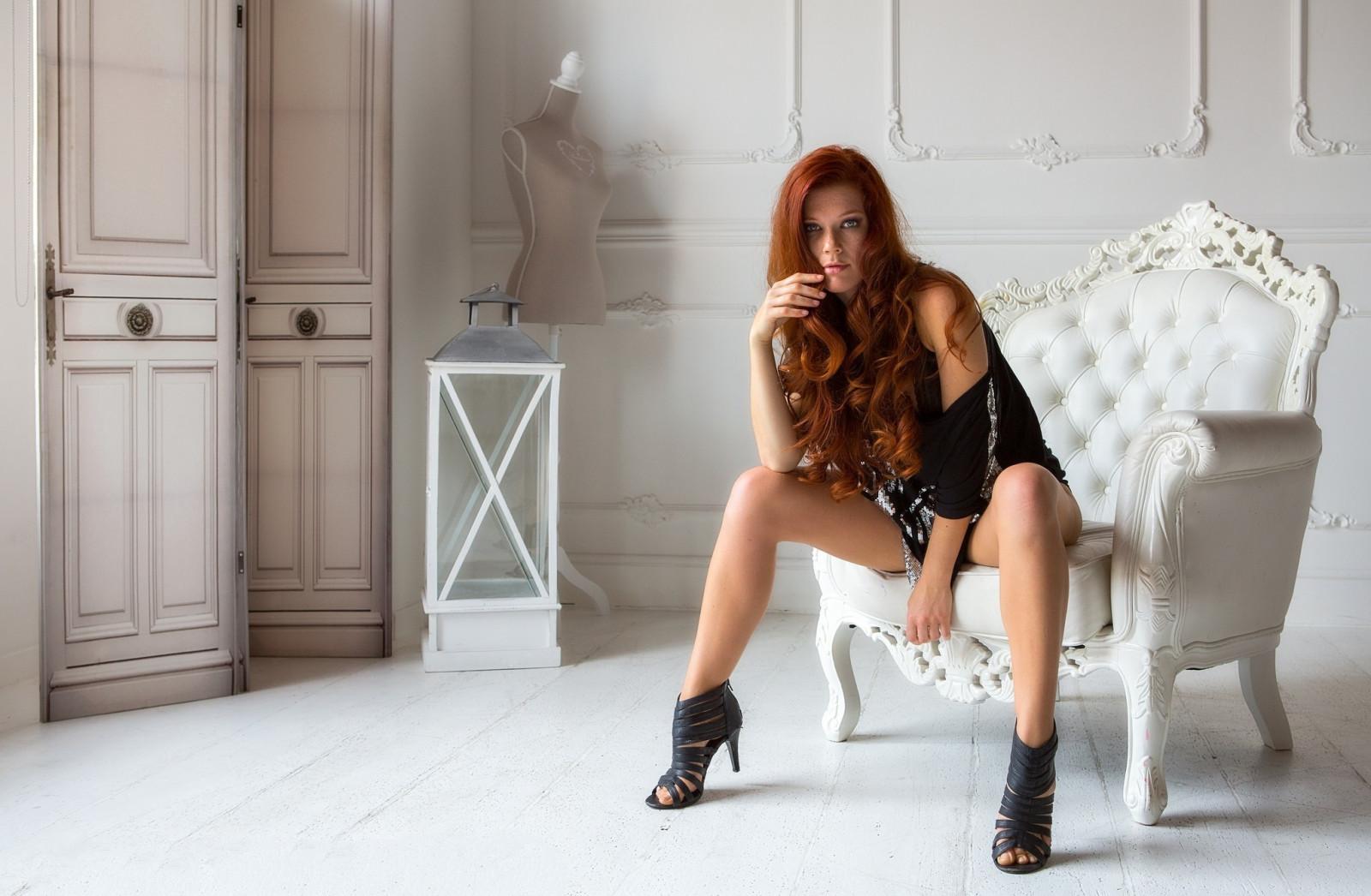 High Heels Sessel | Mini Skirt Stockfotos & Mini Skirt