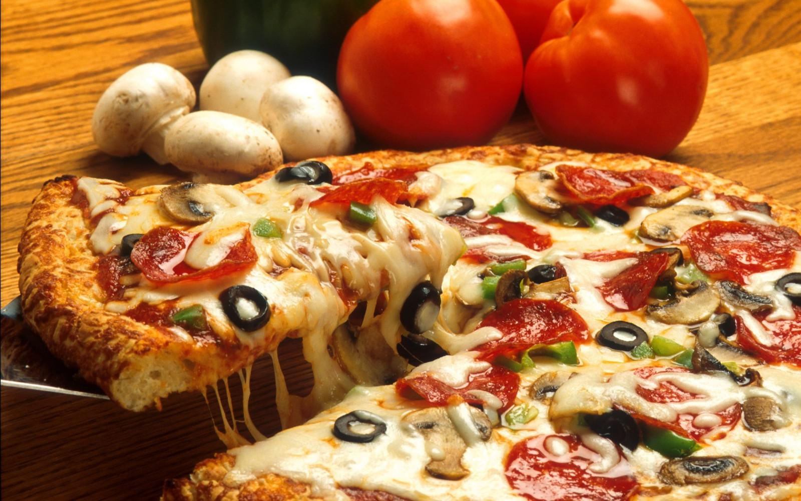 Fondos de pantalla  Tomates carne seta Pizza cocina