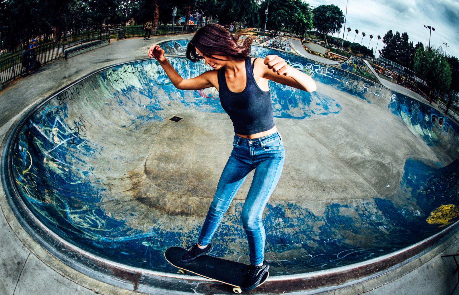 Skate Girl Hd Wallpaper Wallpaper Jeans Swimming Pool World Skateboard