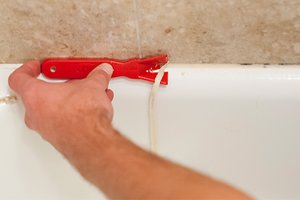 Step By Step Guide For Re Caulking The Bathtub Bath Pro Of Central Florida