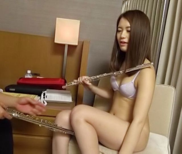 Steamy Japanese Teen Amazes With Pure Nudity