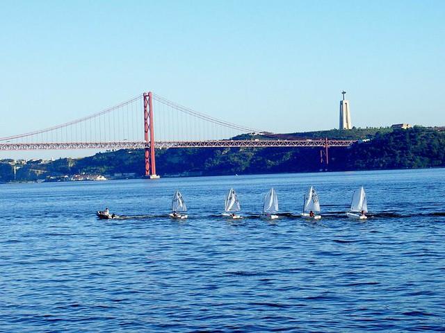 Vista panormica sobre o Rio Tejo  Lisboa  Esta foto