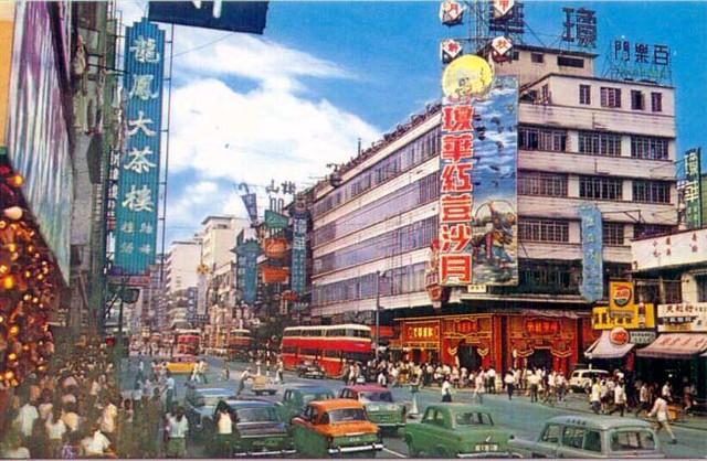 60-70年代旺角彌敦道 | 發放人 : 陳聯新代行 相片年份 : 60-70年代 相片介紹 : 旺角彌敦道夾山東街交界… | Flickr