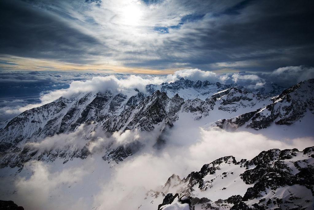 White Wave 3d Wallpaper Cream Above The Peaks Vysok 233 Tatry Slovensko High