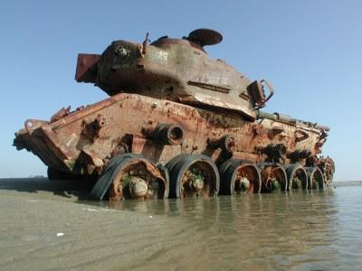Vlieland - Vliehors - Centurion Tank as target at the CSK ...