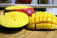 Sliced Mango | www.veganyumyum.com | Lauren | Flickr