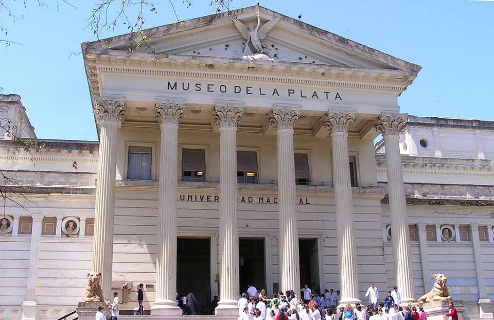 Fachada edificio Museo de Ciencias Naturales La Plata Argentina 100