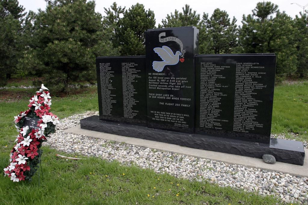 NWA 255 Memorial  The Northwest Airlines Flight 255
