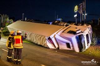 Umgestürzter Lkw Idstein Wiesbadener Straße 29.06.15