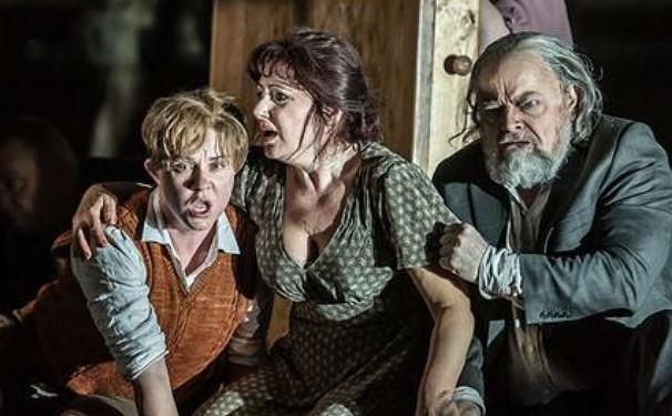 Grandes abucheos en la ópera de Londres a una escena de violación