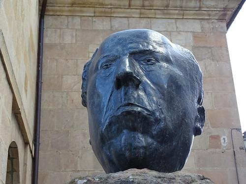 Escultura en la calle de Antonio Machado Soria 02