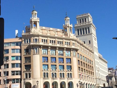¿ Vieron la antena del 4G LTE, en esta edificación de Barcelona, Cataluña, España. ? Un mundo conectado es el legado de la era Tech,