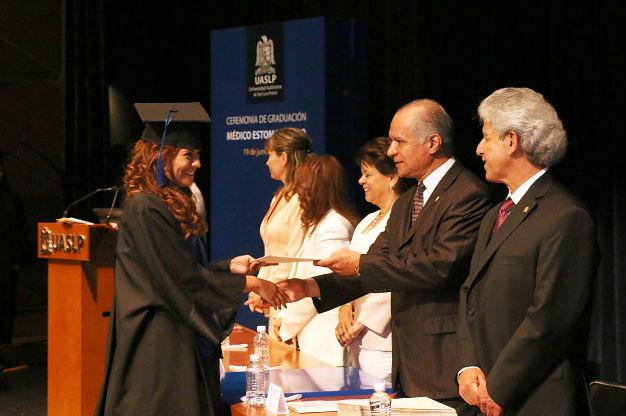 Facultad de Estomatología de la UASLP graduó a generación 2010-2015