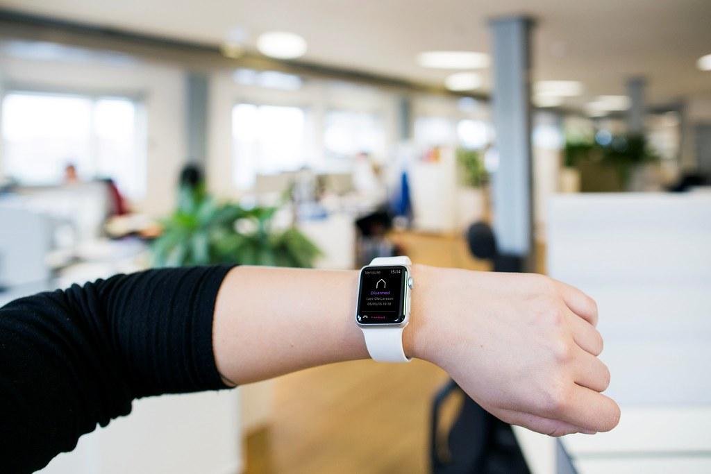 Werp een blik op je Apple Watch om te zien hoe het met je huis en familie gaat.