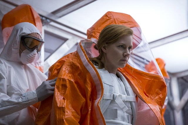 Arrival Amy Adam suit