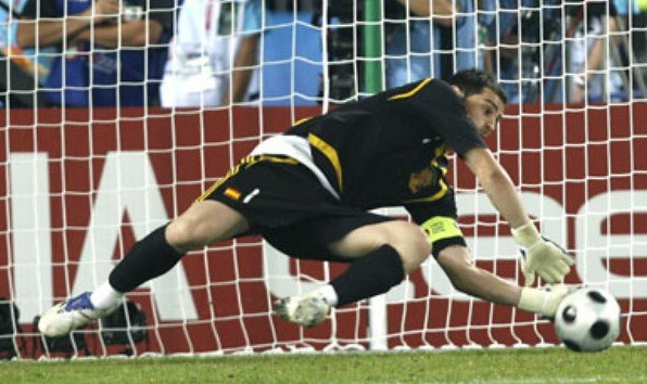 Sale Iker Casillas del Real Madrid con destino al Porto