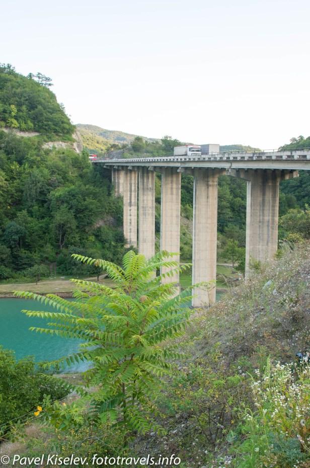 Мост через Жинвальское водохранилище