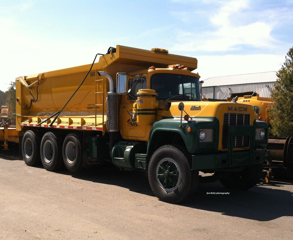 hight resolution of  earle asphalt 1986 mack rd686sx triaxle dump truck no e 312 1 by