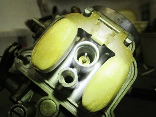Right Carburetor Jet Passages Look Clean