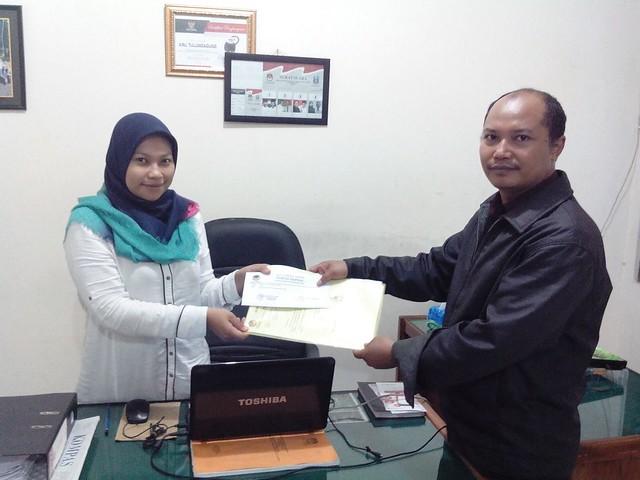 Mugiono ketika diterima oleh Desk PPID KPU Tulungagung (2/2)