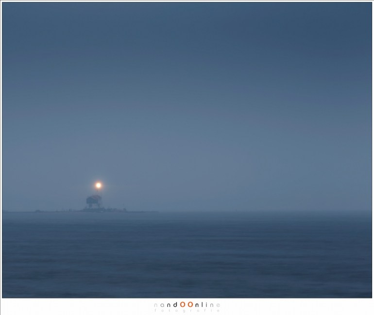 Het Paard van Marken, met het licht dat de verloren vissers op de Zuyderzee hoop bracht en naar veilige havens leidde. Het leidde ons over de dijk, geteisterd door regen en wind
