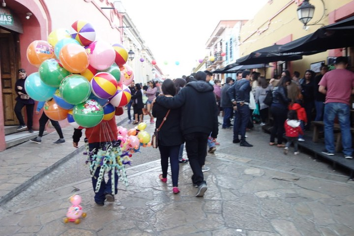 A balloon vendor in San Cristobal