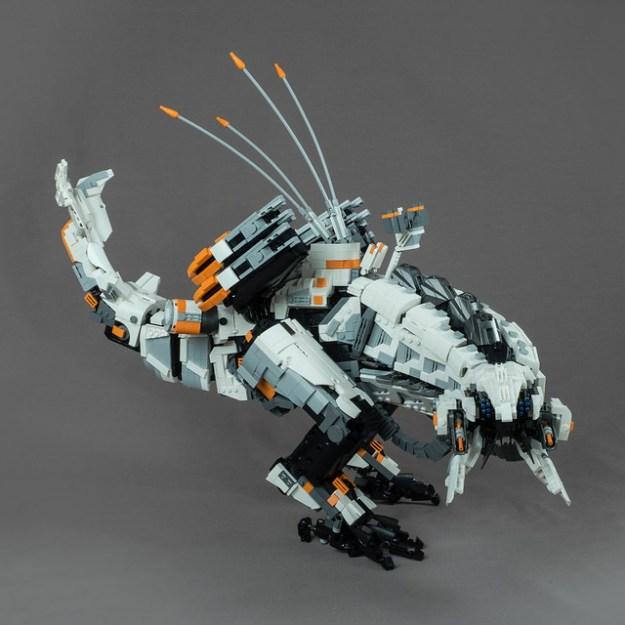 Massive Thunderjaw from Horizon Zero Dawn in LEGO