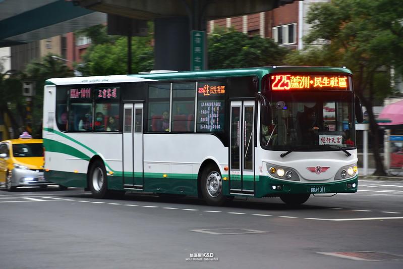 旅滿屋 Kye and Yuching: [臺北]三重客運2016直樑HINO新車上路_12.20再次更新