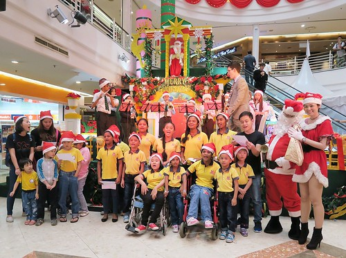 4. Children's Christmas singing performance with woodwind ensemble