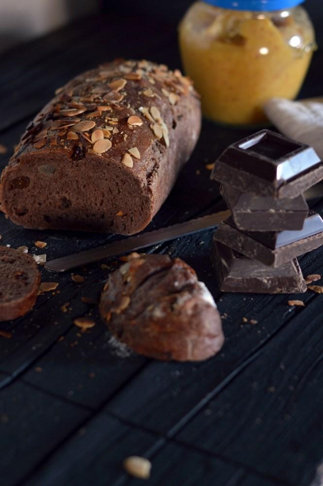 pane al cioccolato e frutta secca