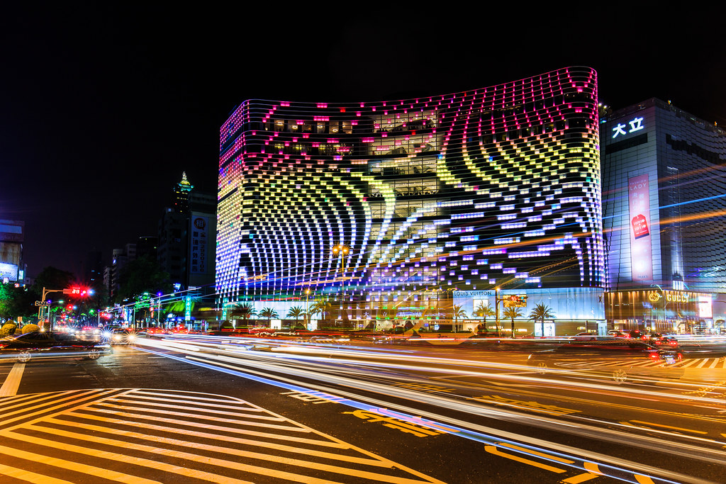 高雄大立百貨夜景 Nightscape of Kaohsiung City | 三張疊圖 | Yi-Liang Lai | Flickr
