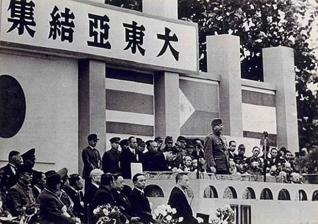 Bose speaking in Tokyo in 1943.