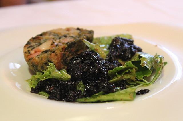 Rissole con Armagnac y ciruelas en una cama de cebollas caramelizadas, en 'Le Lautrec', Albi
